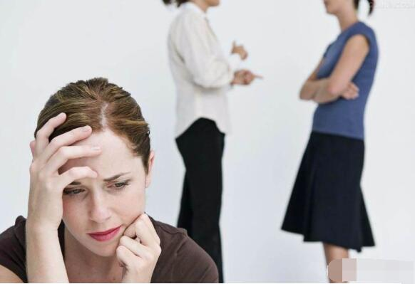 What causes social phobia?